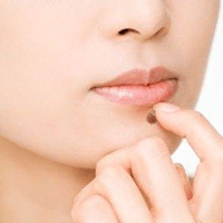 Alunita pe fata este o tumoare cutanata benigna ce poate fii excizata in clinica Derma Expert by Elōs
