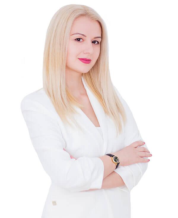Lidia Zegrea este dermatolog in cadrul clinicii Derma Expert by Elōs specializat in tratarea leziunilor vasculare